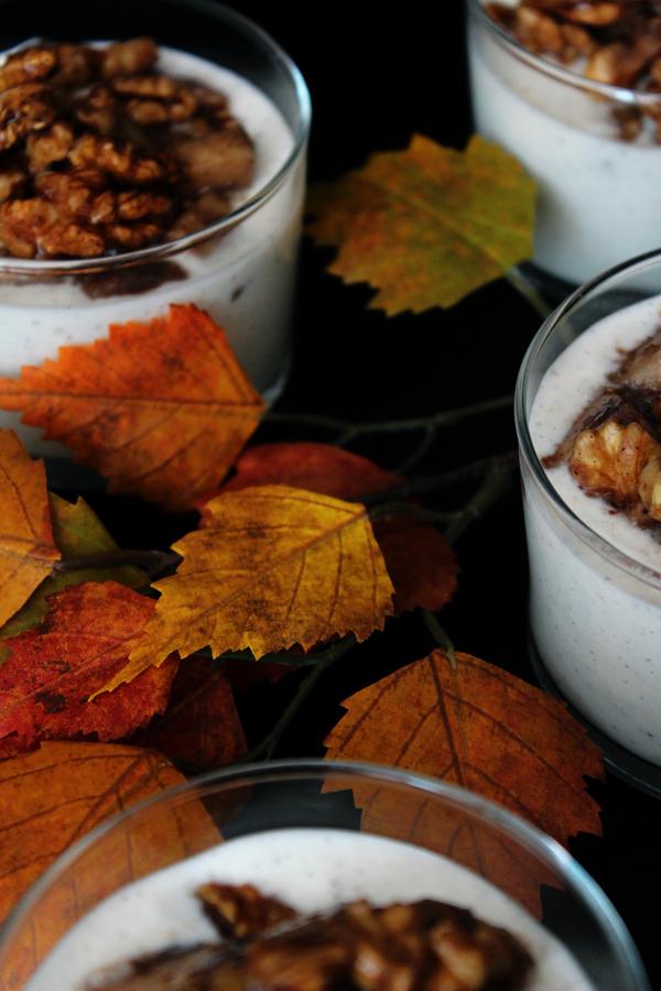 Kardemummakryddade päron med grekisk yoghurt och lönnsirap
